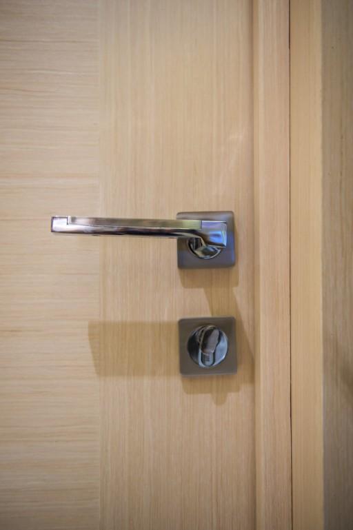 Распространенная модель двери и фурнитуры на одном из проектов. В таком ракурсе может выглядеть не особенно впечатляюще, но полная картина вызовет приятные эмоции.